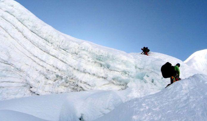 Rescatan turista canadiense extraviada en el Nevado Alpamayo