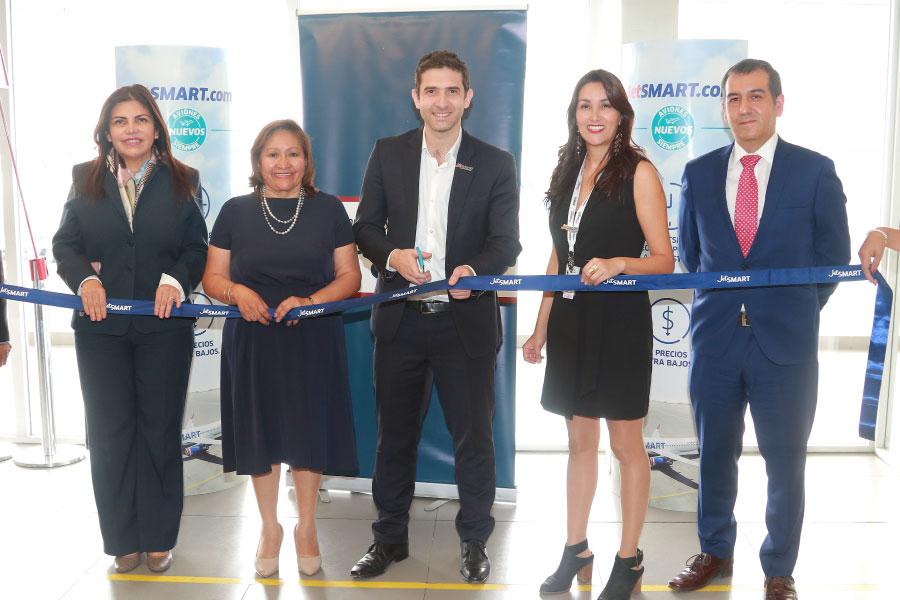 JetSMART inaugura nueva ruta internacional con vuelos directos a Santiago
