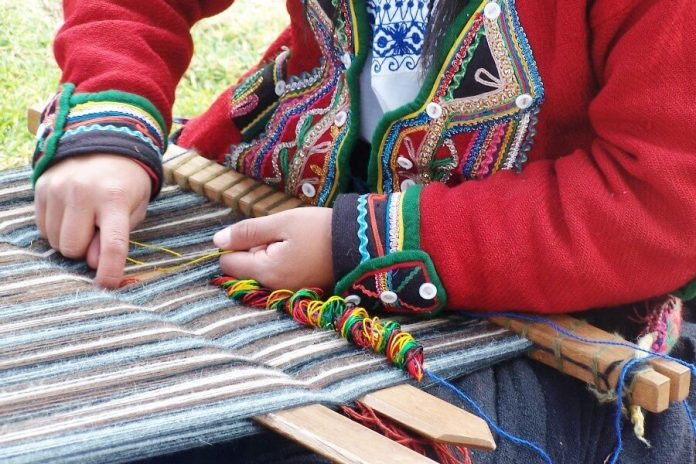 """Inca rail y la asociación """"munay urpi"""" se unen para transmitir la cultura artística del cusco a los turistas"""