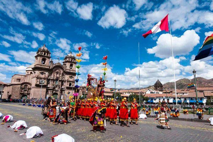 Fiesta del del Sol se realiza en uno de los escenarios de la plaza de Armas