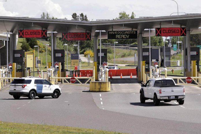 EE. UU. extiende la prohibición de viajar a las fronteras terrestres de Canadá y México hasta el 21 de agosto.