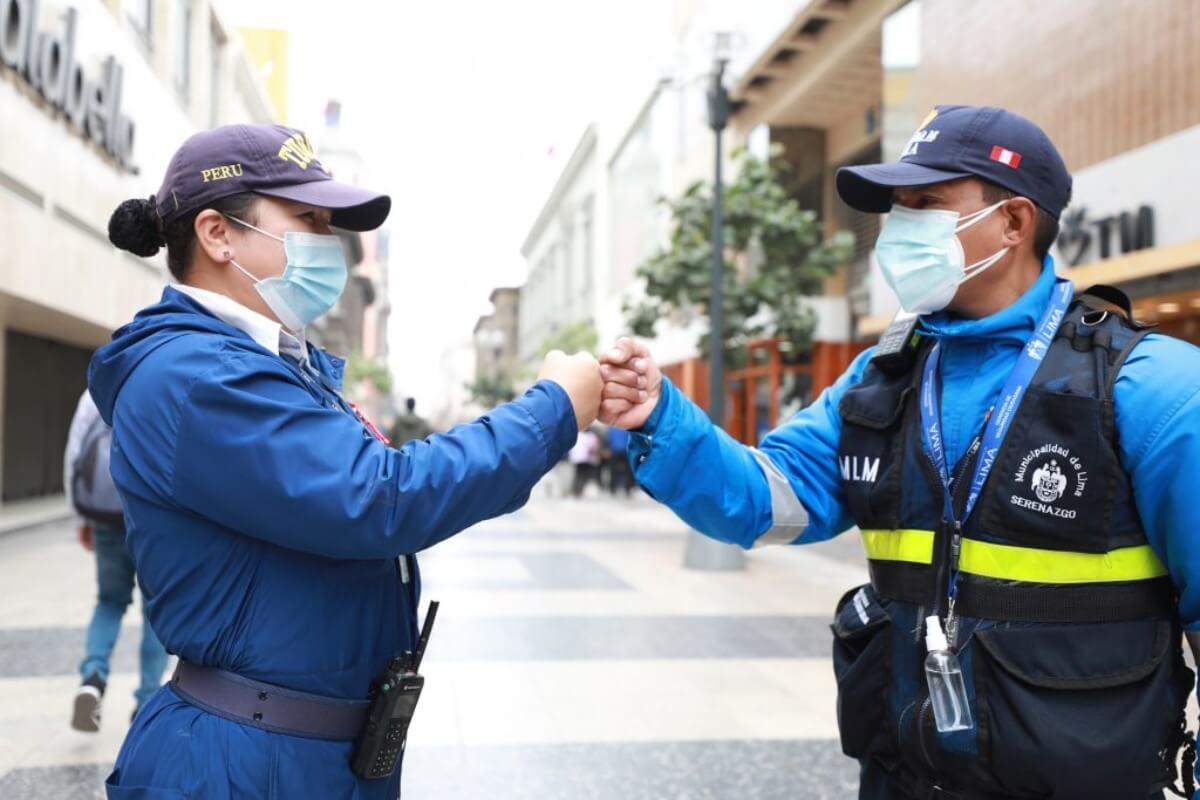 Serenos bilingües de Lima refuerzan seguridad durante reactivación del sector turismo.